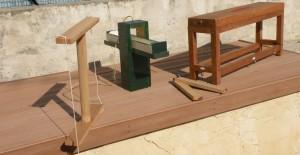 Maquettes- collection C. Larnac- Quelques instruments du géomètre gallo-romain : De droite à gauche le chorobate (échelle 1/20), la sauterelle, la balance à eau, la double équerre