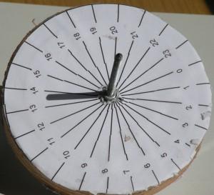 Cadran solaire équatorial, instrument de base pour tous les cadrans solaires de la planète, à condition d'orienter le style vers le pôle nord - étoile polaire- Collection C.L.