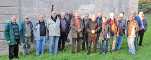 Equipe de géologues devant le captage de la source du Lez