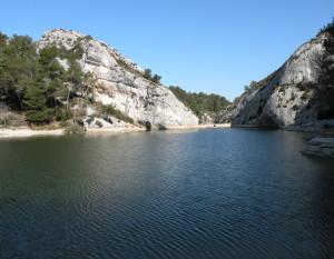 Le barrage en amont de l'aqueduc de Glanum
